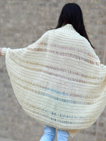 Накидка-кардиган одним полотном. Вяжется проще простого!
